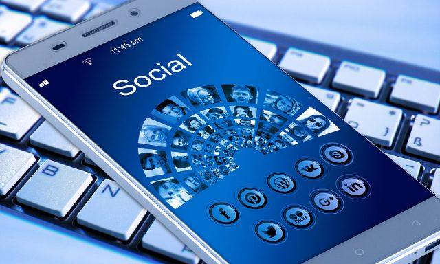 Mobilidade dinamiza receitas do Facebook