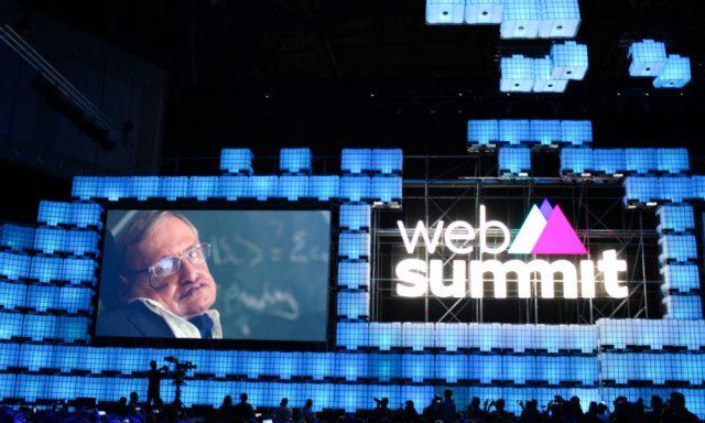 Stephen Hawking foi surpresa no Web Summit, mas o que disse veio sem surpresas