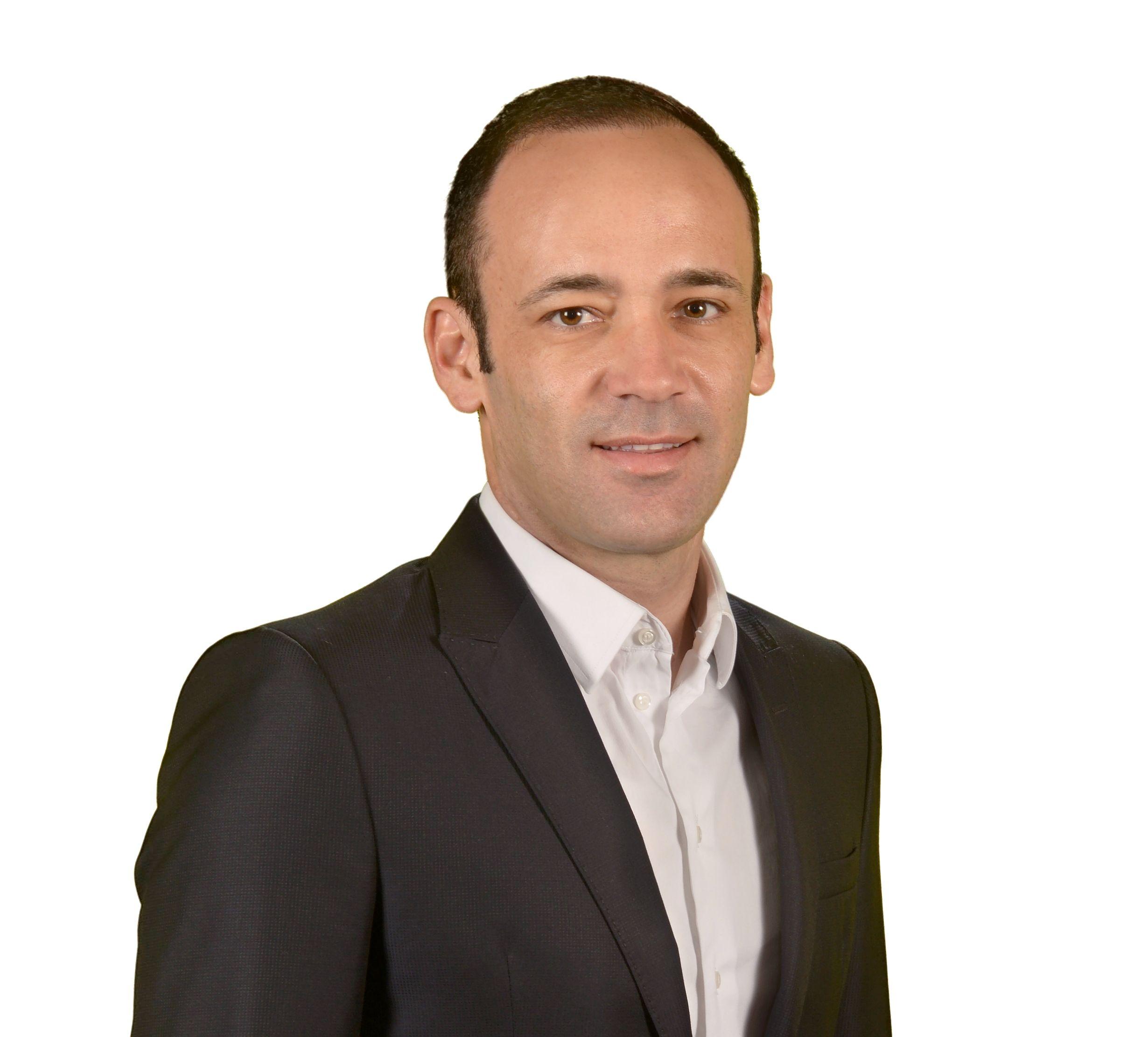"""«Aumentar os programas de incentivo fiscal ou cofinanciamento, com enfoque na criação de emprego especializado, [...] criará um ciclo virtuoso de investimento e permitirá que Portugal, não só """"produza"""", como até """"importe"""" colaboradores que tragam alto valor-acrescentado e melhorem a competitividade do país». António Ferreira, diretor-geral da Claranet em Portugal"""
